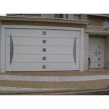 portão basculante branco Bela Vista